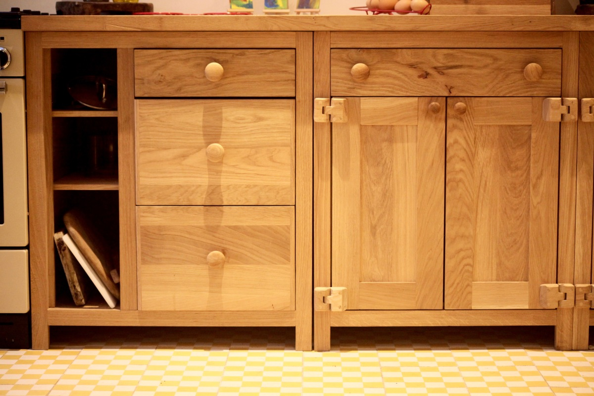bespoke kitchen furniture hand made in horsham west sussex reclaimed american white oak luxury furniture with modern rustic look high quality kitchen in sussex england